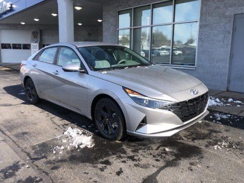 Shimmering Silver Pearl 2021 Hyundai Elantra SEL