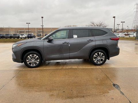 Magnetic Gray Metallic 2021 Toyota Highlander XLE AWD