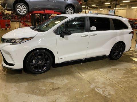 Super White 2021 Toyota Sienna XSE Hybrid