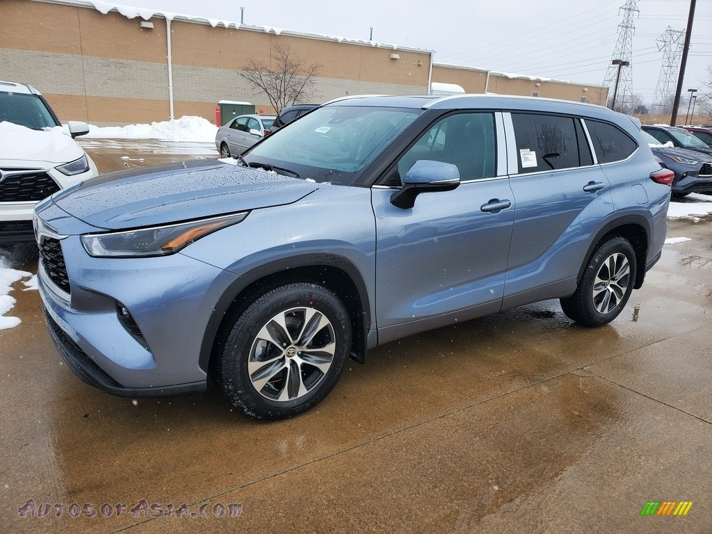 2021 Highlander XLE AWD - Moon Dust / Black photo #1