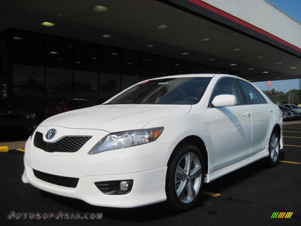 2011 toyota camry se v6 in super white 612835 autos of asia japanese and korean cars for. Black Bedroom Furniture Sets. Home Design Ideas