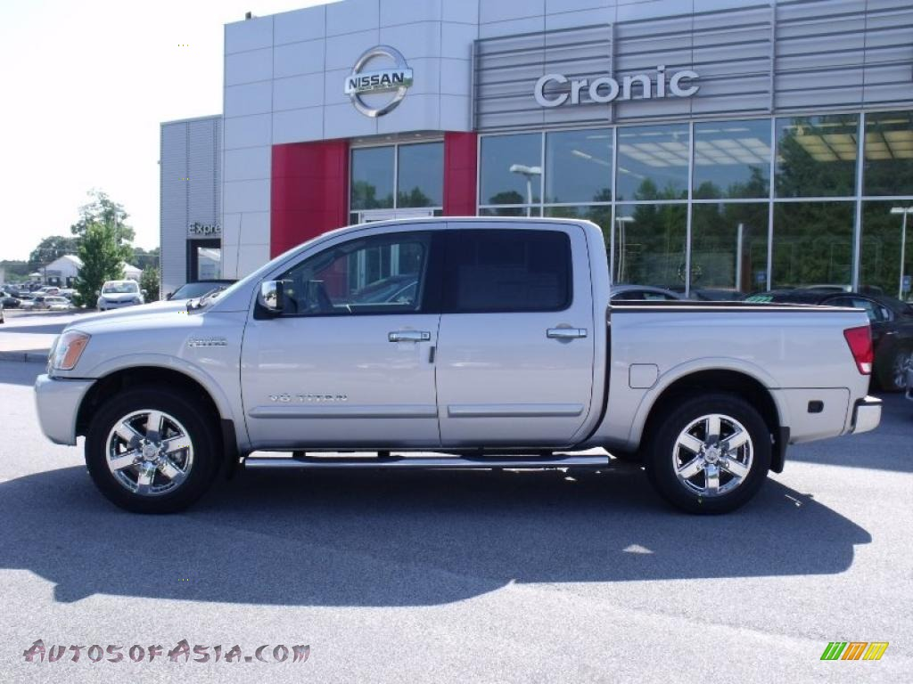 2010 nissan titan se heavy metal chrome edition crew cab in radiant silver photo 2 321035. Black Bedroom Furniture Sets. Home Design Ideas