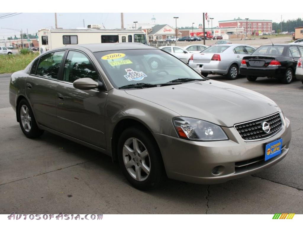 Captivating Polished Pewter Metallic / Charcoal Nissan Altima 2.5 S Special Edition