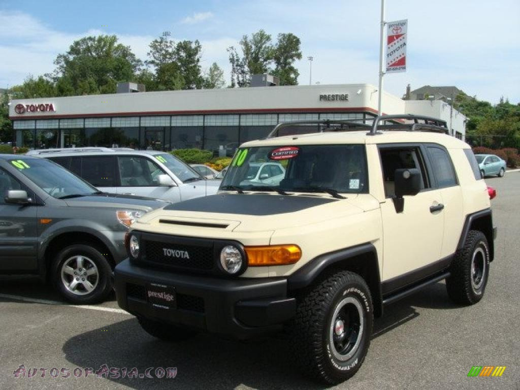 Sandstorm / Dark Charcoal Toyota FJ Cruiser Trail Teams Special Edition 4WD