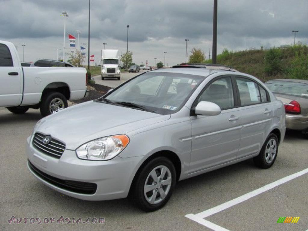 2009 hyundai accent gls 4 door in platinum silver 370893. Black Bedroom Furniture Sets. Home Design Ideas