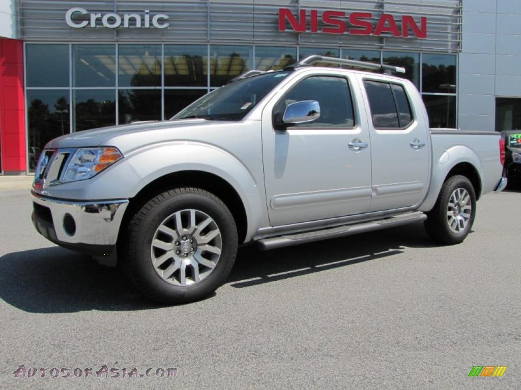 2010 nissan frontier le crew cab in radiant silver metallic 445249 autos of asia japanese. Black Bedroom Furniture Sets. Home Design Ideas