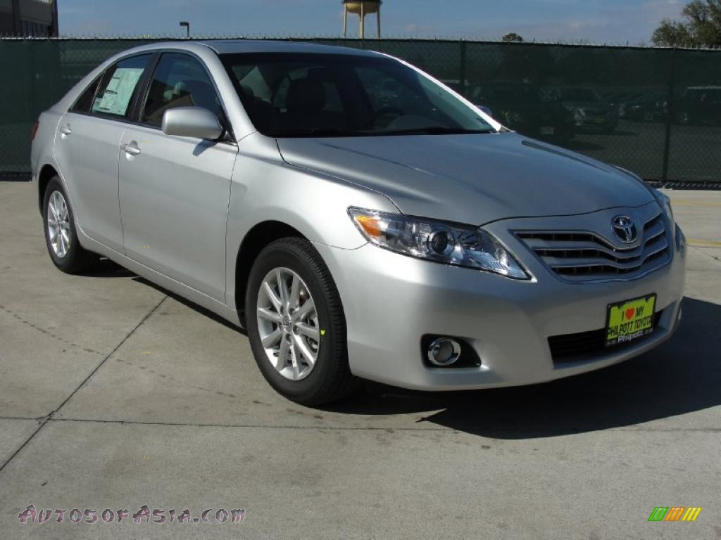 2011 toyota camry xle v6 in classic silver metallic. Black Bedroom Furniture Sets. Home Design Ideas
