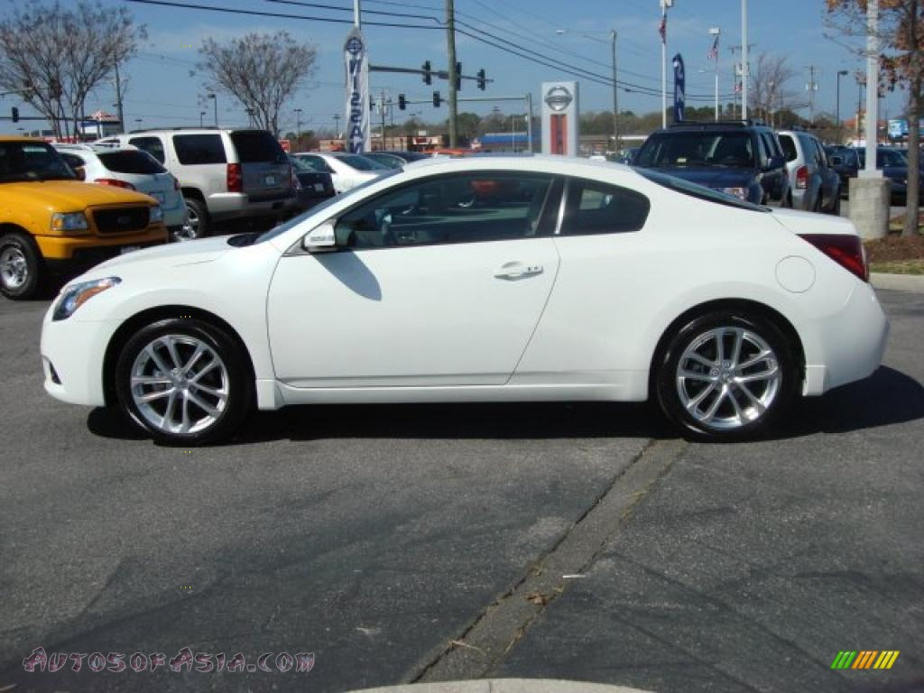 2011 nissan altima 3 5 sr coupe in winter frost white photo 7 100175 autos of asia. Black Bedroom Furniture Sets. Home Design Ideas