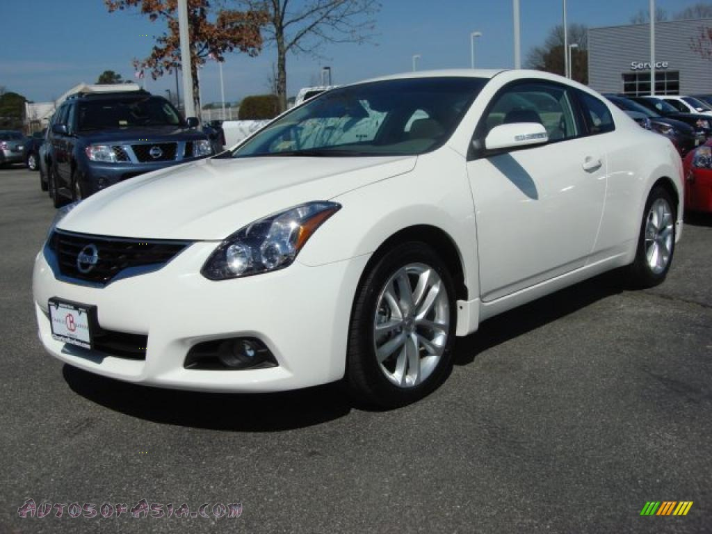 2011 nissan altima 3 5 sr coupe in winter frost white. Black Bedroom Furniture Sets. Home Design Ideas