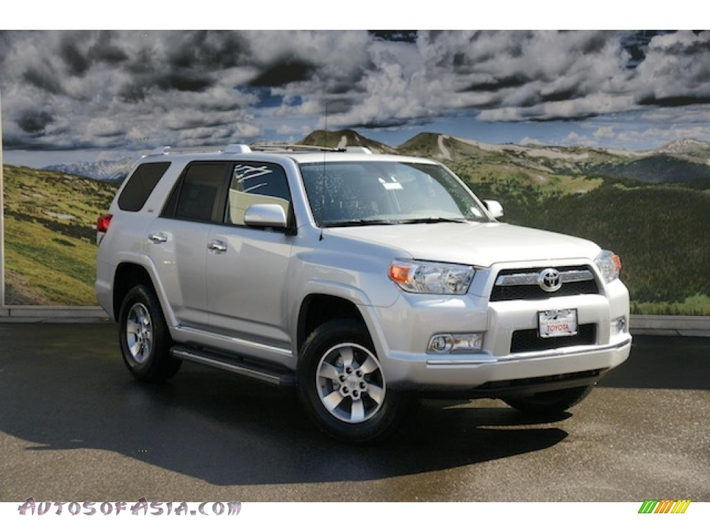 2011 toyota 4runner sr5 4x4 in classic silver metallic 049979 autos of asia japanese and. Black Bedroom Furniture Sets. Home Design Ideas