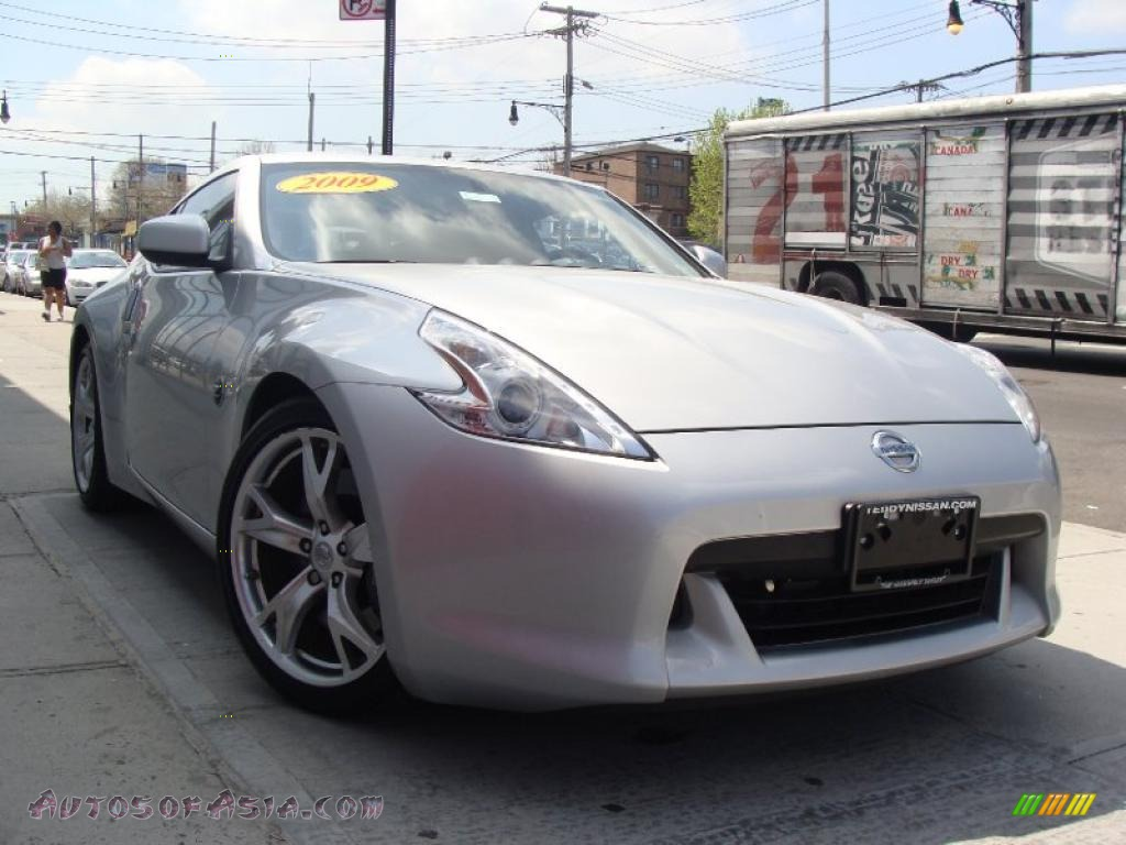 2009 nissan 370z sport coupe in brilliant silver 402340. Black Bedroom Furniture Sets. Home Design Ideas