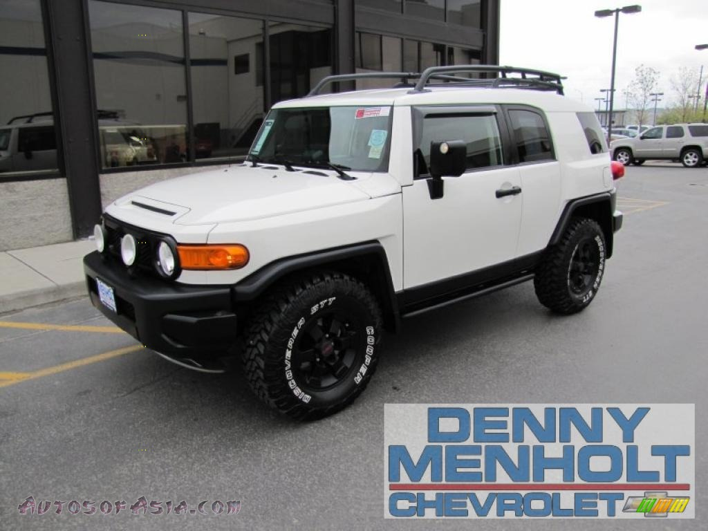 Iceberg White / Dark Charcoal Toyota FJ Cruiser Trail Teams Special Edition 4WD