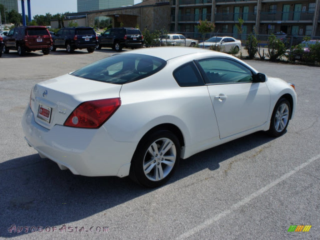 2010 nissan altima 2 5 s coupe in winter frost white photo 4 119167 autos of asia. Black Bedroom Furniture Sets. Home Design Ideas
