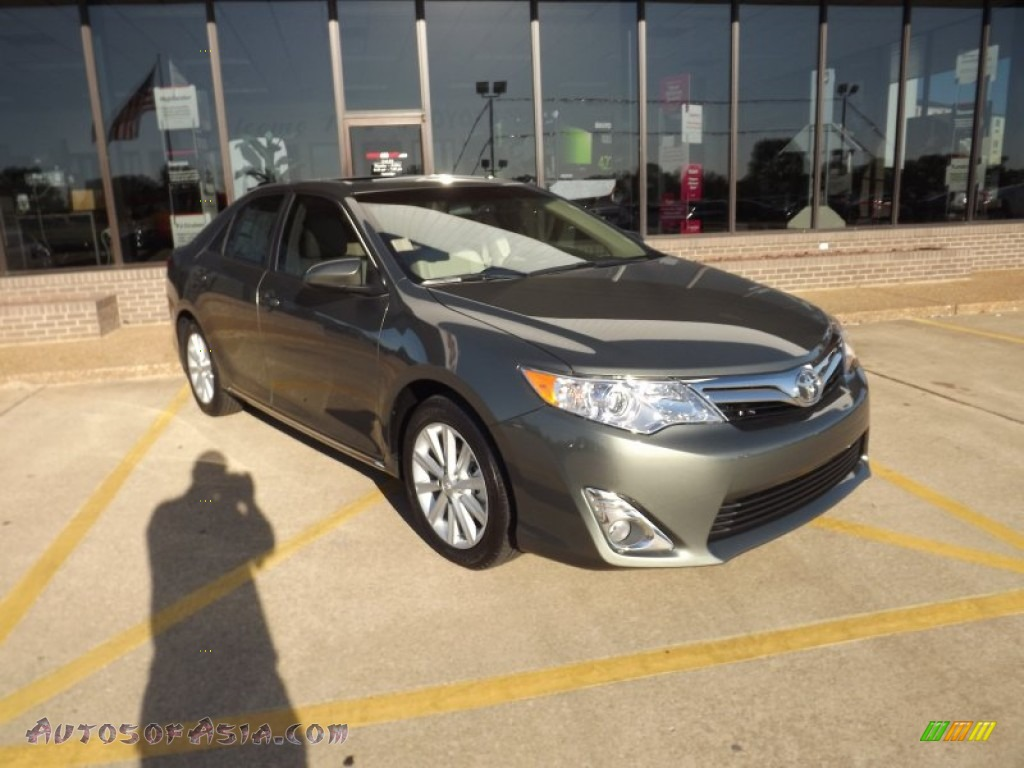 2012 Toyota Camry Xle V6 In Cypress Green Pearl 500736