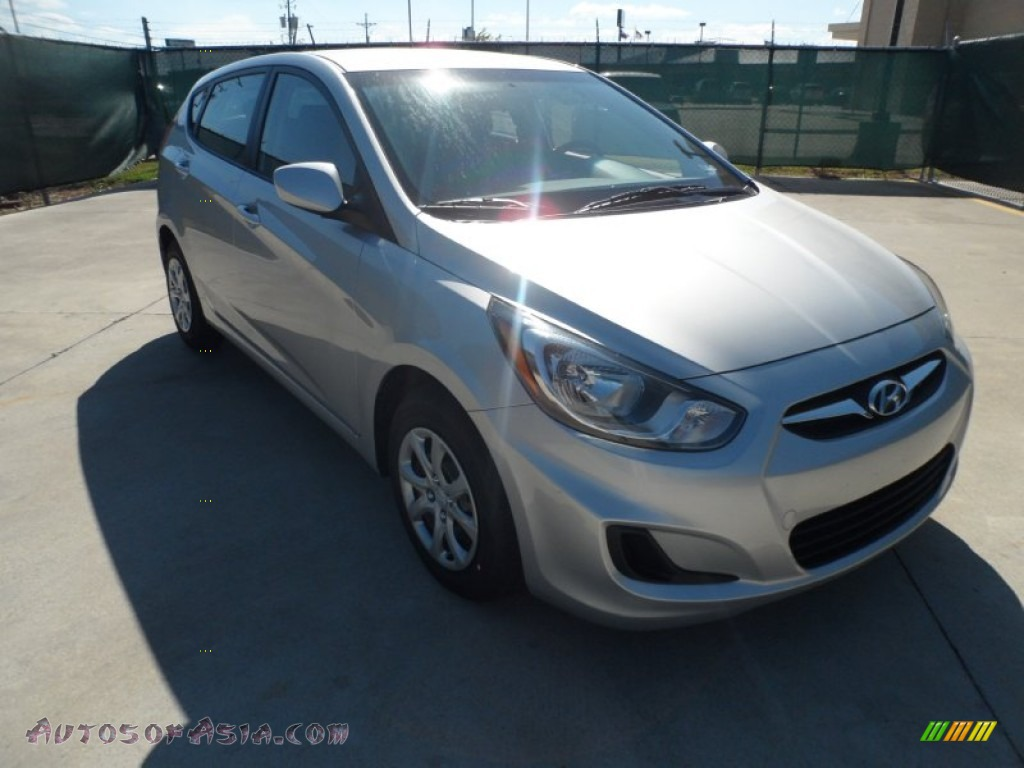 2012 hyundai accent gs 5 door in ironman silver 020193. Black Bedroom Furniture Sets. Home Design Ideas