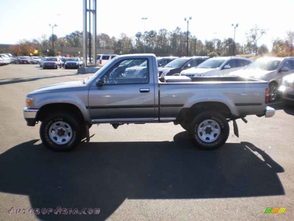 1993 toyota pickup deluxe regular cab 4x4 in silver metallic photo 2 064050 autos of asia. Black Bedroom Furniture Sets. Home Design Ideas