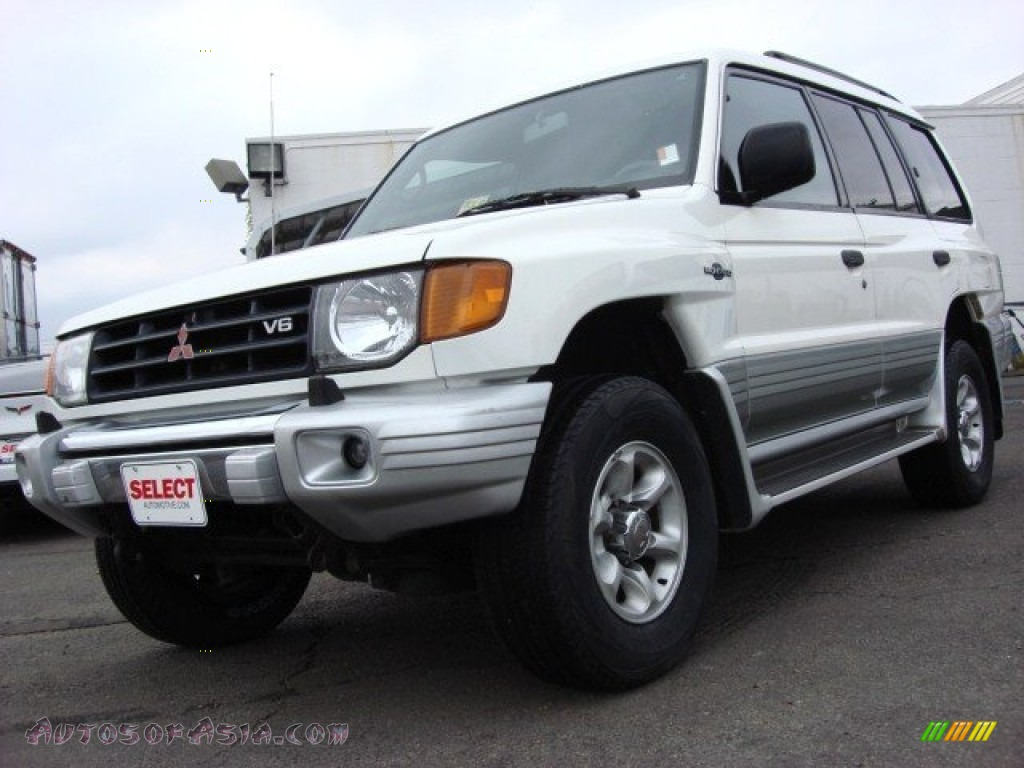 2000 Mitsubishi Montero 4x4 In Summit White 000372