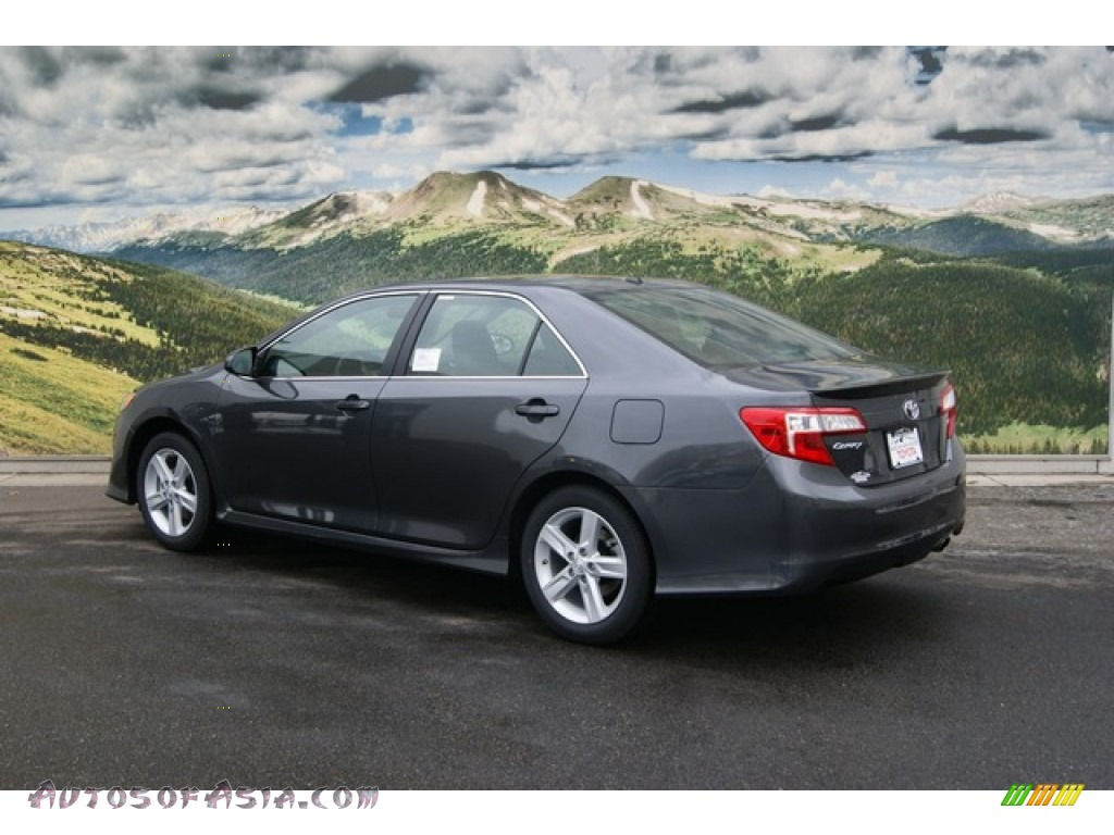 2012 Toyota Camry Se In Magnetic Gray Metallic Photo 3