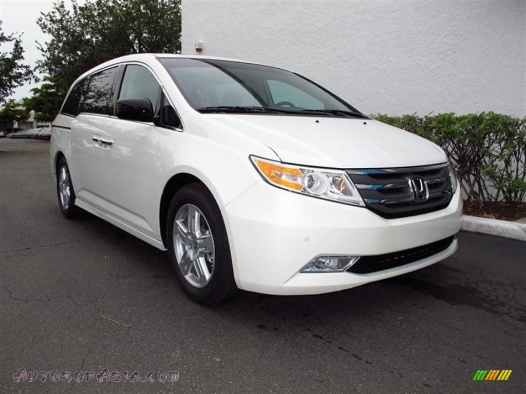 2012 honda odyssey touring in white diamond pearl photo 3. Black Bedroom Furniture Sets. Home Design Ideas