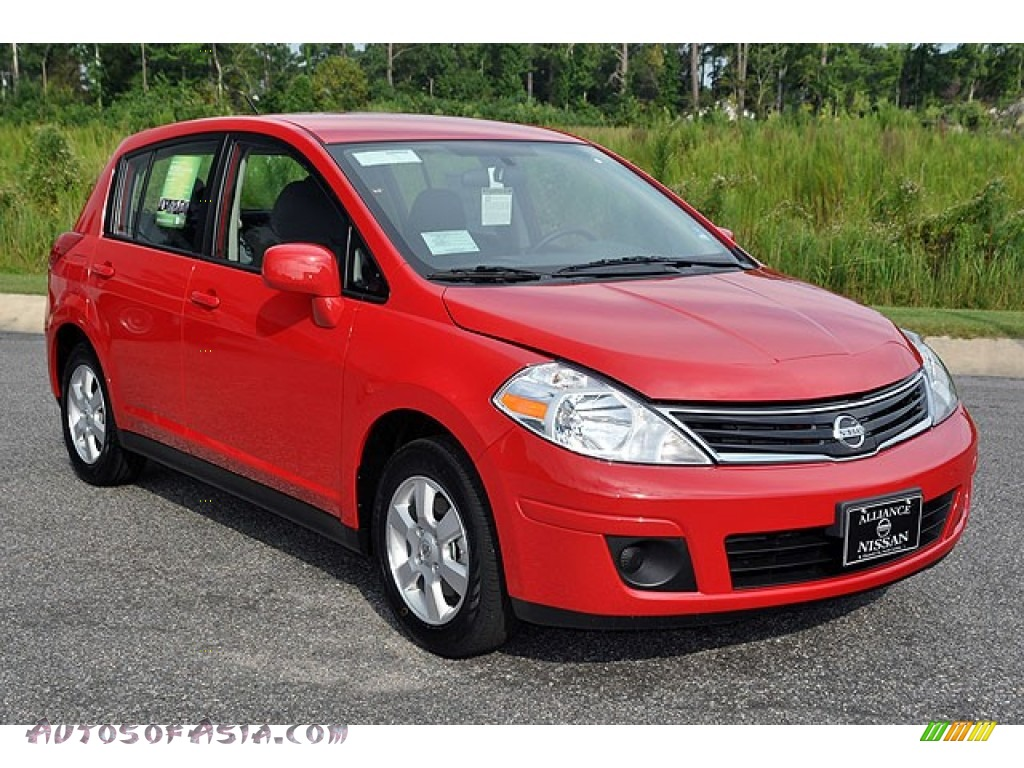 2012 nissan versa 1 8 s hatchback in red alert photo 8 290629 autos of asia japanese and. Black Bedroom Furniture Sets. Home Design Ideas